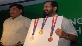 The OCWG Delhi 2010 Chairman and Secretary General unveil medals for the Games