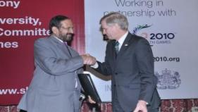 Mr Kalmadi, Chairman, OC CWG Delhi 2010 and Mr. Smith, Pro-VC, Sheffield Hallam University at the MoU signing ceremony