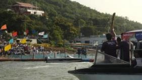 Queen's Baton 2010 Delhi taking a boat ride in Bhopal's Upper Lake