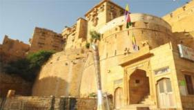 The Queen's Baton Relay 2010 Delhi visits the famous Jaisalmer Fort